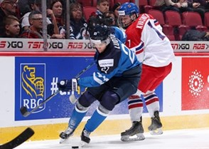 MONTREAL, CANADA - DECEMBER 26: Finland's Joona Luoto #21 and the Czech Republic's David Kvasnicka #7 battle for the puck during preliminary round action at the 2017 IIHF World Junior Championship. (Photo by Andre Ringuette/HHOF-IIHF Images)